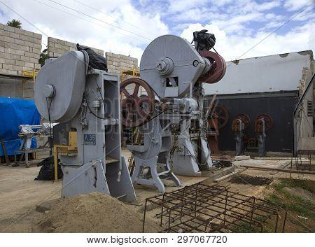 Cerro Gordo, Bayamon/puerto Rico - February 26, 2019: Old And No Longer Used Metal Work Machines Onc
