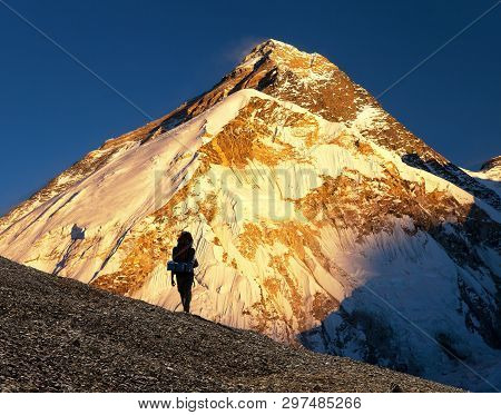 Evening View Ofmount Everest From Pumo Ri Base Camp With Tourist On The Way To Everest Base Camp - N