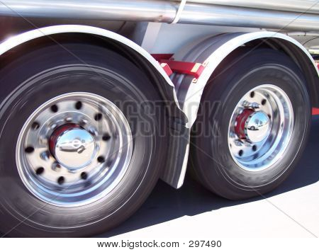 Moving Truck Tyres