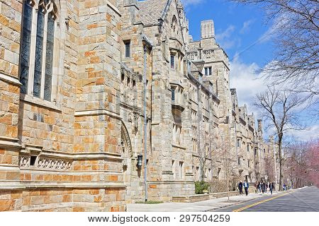 New Haven, Connecticut, Usa - April 8: Collegiate Gothic Building Of Yale University Campus As Seen