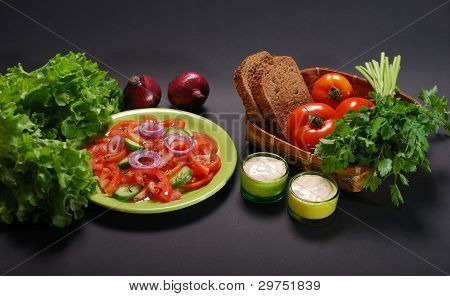 tomato salad with sauce