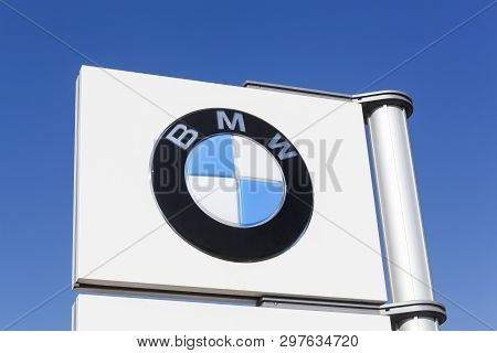 Arles, France - July 4, 2018: Bmw Logo On A Pole. Bmw Is A German Luxury Automobile, Motorcycle And
