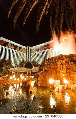 Las Vegas, Usa - May 28, 2015: Mirage Hotel And Casino Resort At Night With Volcano Show