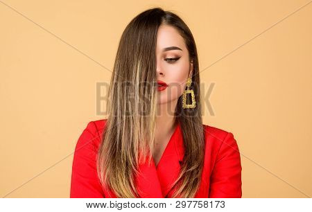 Balayage Hair Color Technique. Pretty Woman Makeup Face Red Lips. Woman Wear Glamorous Earrings. Hai