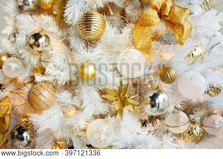 White Christmas Decorations With White And Golden Balls