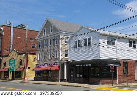Peabody, Ma, Usa - Jun. 10, 2020: Historic Commercial Building At Foster Street In Downtown Peabody,