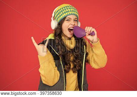 Singing Hairbrush Mic. Recording Studio. Beautiful Voice. Developing Voice. Pretending Superstar. Vo