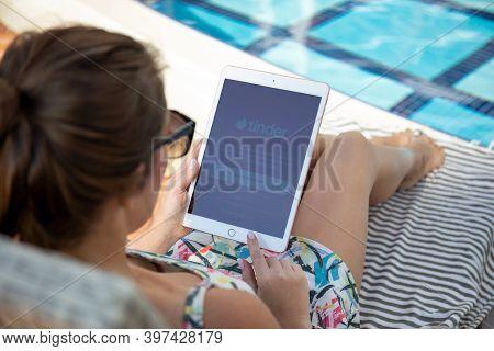 Alanya, Turkey - November 2, 2020: Woman At The Pool Hand Holding Ipad 7 Gold With Social Networking