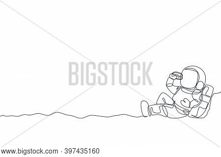 Single Continuous Line Drawing Of Spaceman Sitting Relax On Moon Surface And Eating Delicious Beef B
