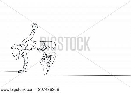 Single Continuous Line Drawing Of Young Energetic Hip-hop Dancer Woman Practice Break Dancing In Str