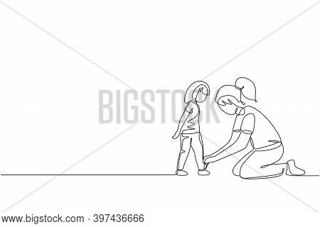 Single Continuous Line Drawing Of Young Mother Tying Her Daughter Shoelaces At Home Before Go To Sch