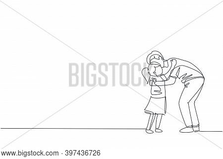 One Continuous Line Drawing Of Young Happy Dad Hugging His Daughter Full Of Warmth Before Go To Scho