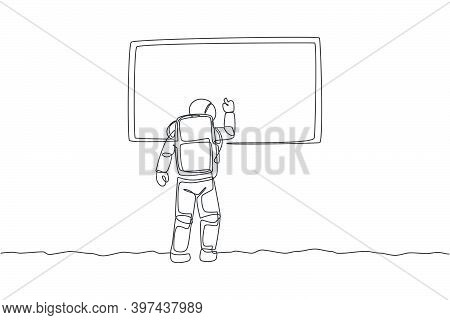 One Single Line Drawing Of Young Astronaut Writing On Whiteboard To Teach Some Students In Moon Surf