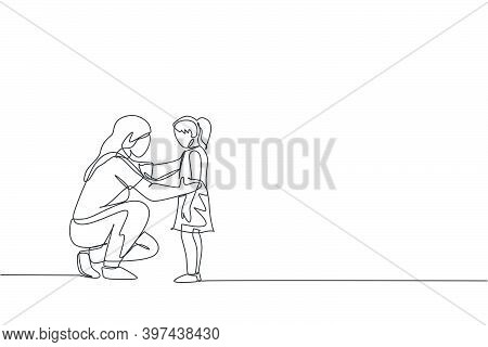 One Single Line Drawing Of Young Happy Mom Giving Some Wise Advice Talk To Her Daughter At Home Vect