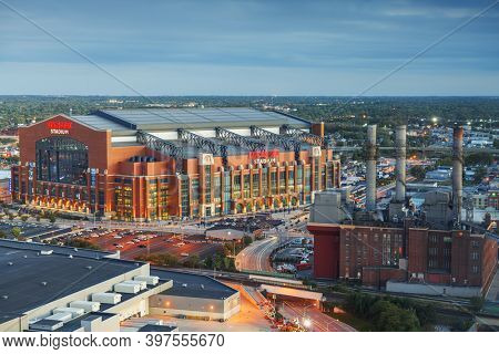 INDIANAPOLIS, INDIANA - OCTOBER 20, 2018: Lucas Oil Stadium in downtown Indianapolis. The multipurpose stadium is also home to the Colts.