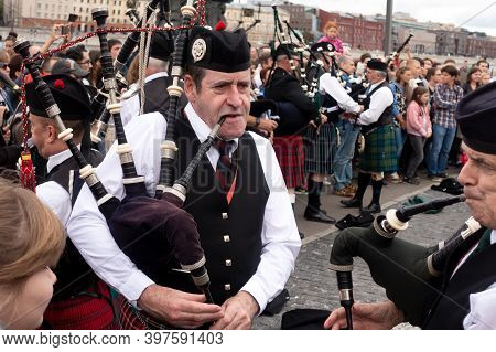 Moscow,museon Park,september 4, 2016:a Group Of Scottish Pipers Play Their Traditional Music. Scotti