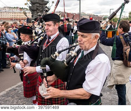 Moscow, Museon Park, September 4, 2016: Pipers In Traditional Scottish Uniform Playing The At Moscow