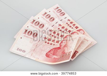 four piece of one hundred dollar of New Taiwan Dollar cash