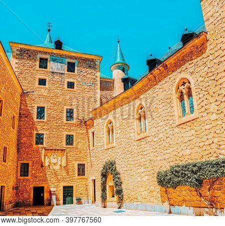 Inside Alcazar Of Segovia (literally, Segovia Fortress) Is A Cas