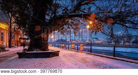 Uzhhorod, Ukraine - 26 Dec 2016: Winter Cityscape At Dawn. Beautiful Scenery On The River Uzh. City