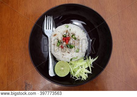 Thai Vermicelli Eaten Spicy Blend With Mackerel And Cutlery In The Black Dish, Food Decoration With