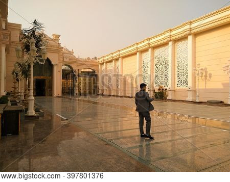 Utter Pardesh , India - Banquet Hall Entry Gate , A Picture Of Banquet Hall Entry Gate In Noida 2 De