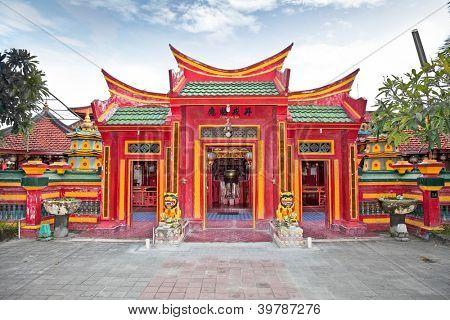 Templo de Buddhiist chino Caow Eng Bio en Tanjung Benoa cerca de Nusa Dua, Bali, Indonesia