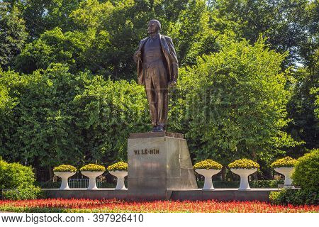 Monument 1982 Vladimir Lenin In Hanoi City. Sculptor Tyurenkova. Statue Was Presented To Vietnam By