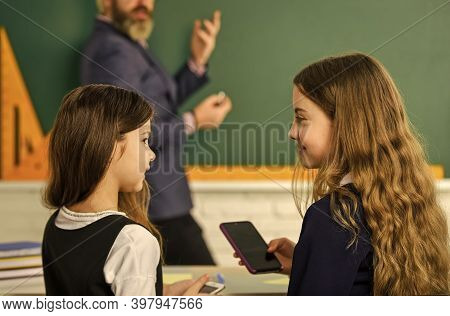 Compliance With School Internet Policies. Internet Surfing Social Networks. Problem Of Smartphones I