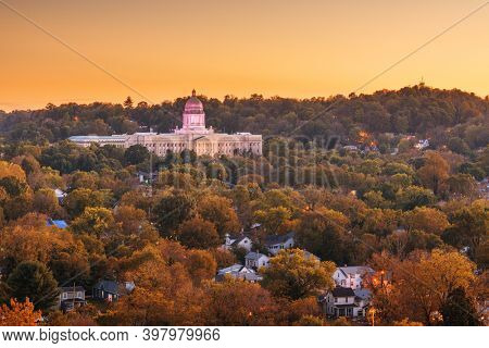 Frankfort, Kentucky, USA with the Kentucky State Capitol at dusk.