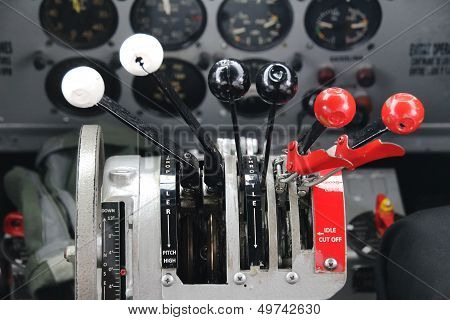 Airplane thrust control
