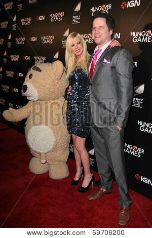 LOS ANGELES - FEB 11:  Tara Reid, Jamie Kennedy at the