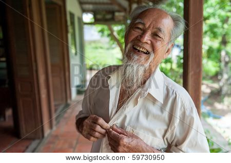 89-year-old Vietnamese smile