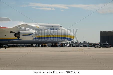 An-225 heavy cargo jet delivers aid to Haiti with stopover in Miami