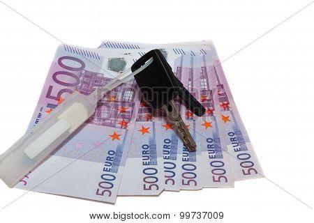 banknotes of 500 euros and the car keys