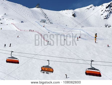 Skiers And Chairlift In Solden, Austri