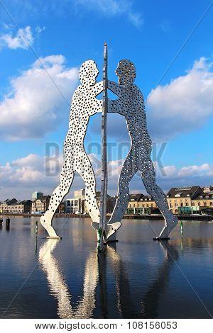 Molecule Man Sculpture On The Spree River In Berlin