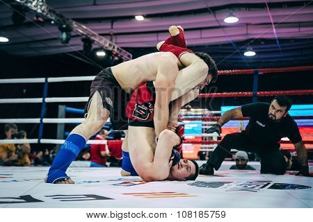 athlete MMA did capture legs of opponent neck