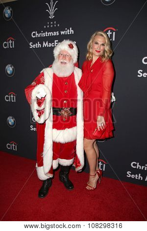 LOS ANGELES - NOV 14:  Santa Claus, Molly Sims at the The Grove Christmas with Seth MacFarlane 2015 at the The Grove on November 14, 2015 in Los Angeles, CA