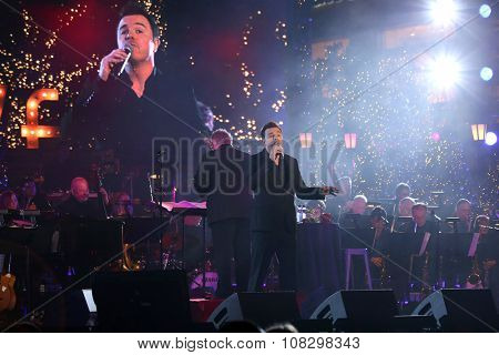 LOS ANGELES - NOV 14:  Seth MacFarlane at the The Grove Christmas with Seth MacFarlane 2015 at the The Grove on November 14, 2015 in Los Angeles, CA