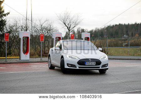 Tesla Model S Electric Car Leaves Supercharger Station