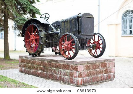 Tractor Monument