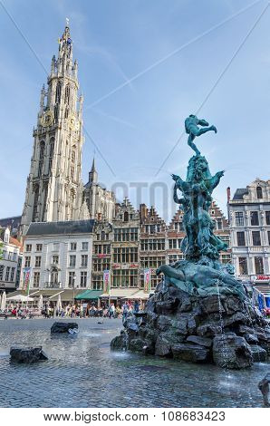 Antwerp, Belgium - May 10, 2015: Tourist Visit The Grand Place With The Statue Of Brabo In Antwerp