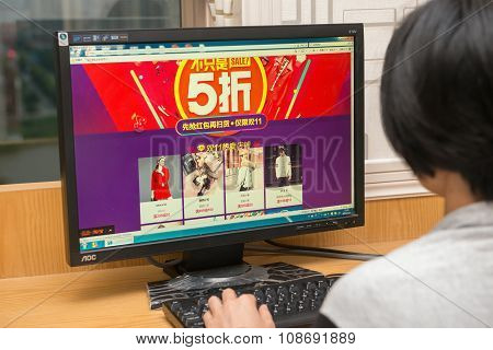 Zhongshan,china-november 1, 2015:young Women Shopping Through Computer And Getting 50 Percent Off On