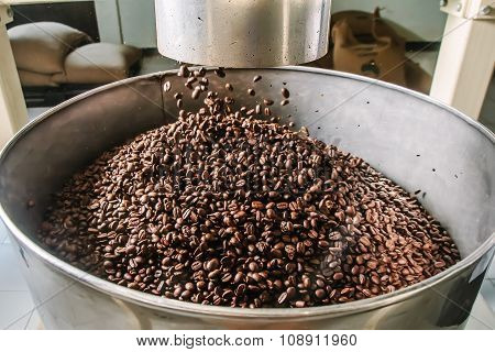 The freshly roasted coffee beans.