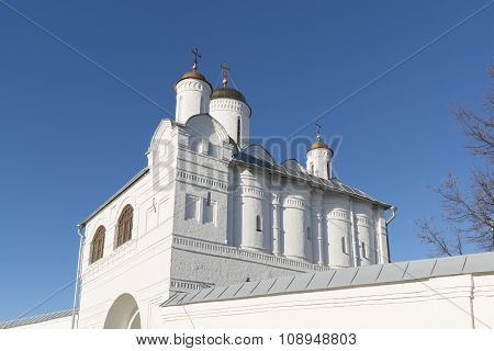 Nadvratnaya Church in Pokrovsky nunnery built in 16th century in Suzdal. Golden Ring of Russia Trave