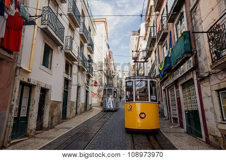 Famous Bica funicular in Lissabon