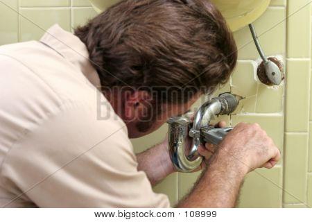 Tightening Plumbing Pipe