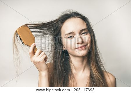 Teenager with hair comb,no problems, the girl is looking at the camera