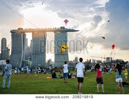 Marina Singapore - 2010 April 25: Singaporeans flying a kite on weekend at Marina Barrage Singapore